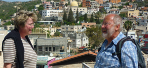 Arabisches Dorf bei Nes Ammim: Barbara Rudolph und Studienleiter Rainer Stuhlmann