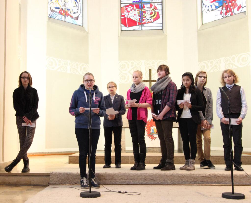 Konformandengruppe beim Jubiläum 150 Jahre Christuskirche